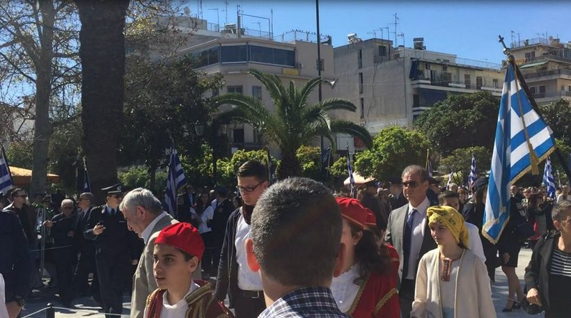 Με αντιφασιστικά συνθήματα η μαθητική παρέλαση στην Καλλιθέα