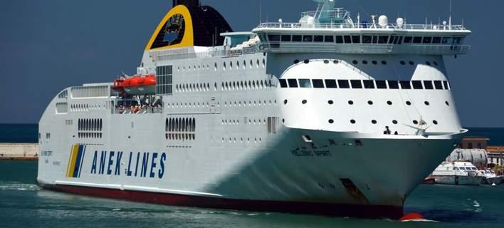 Στον κυματοθραύστη του λιμανιού της Πάτρας προσέκρουσε το πλοίο «Hellenic Spirit»