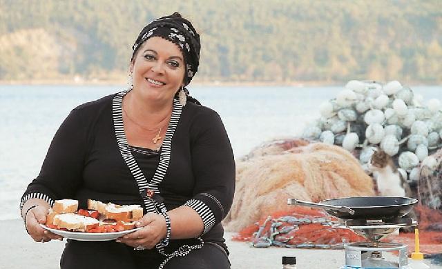 Η διάσημη Πολίτισσα σεφ Μαρία Εκμεκτσίογλου στο Βόλο