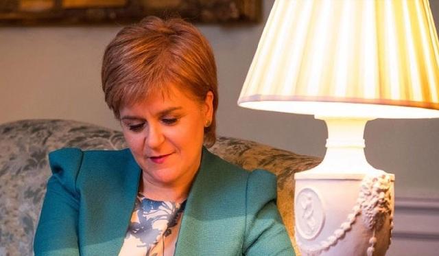 Σκωτία: Τη διεξαγωγή νέου δημοψηφίσματος ζητεί η Στέρτζον με επιστολή της προς την Μέι