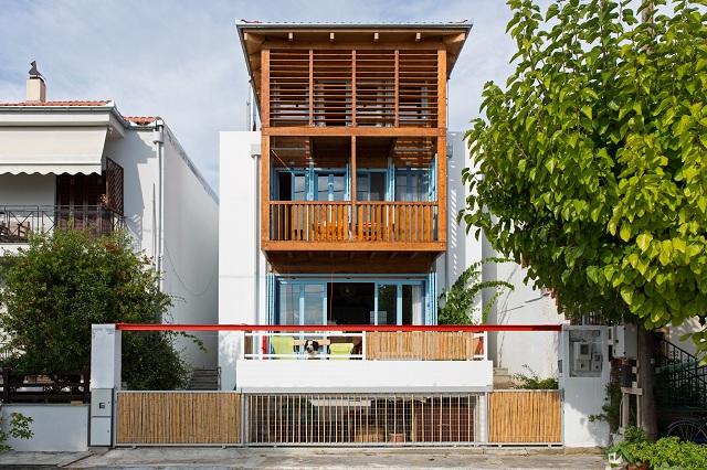 Εντυπωσιακό οίκημα με αρχιτεκτονική έμπνευση στην Αγριά