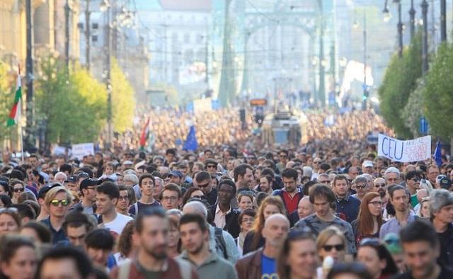 Διαδήλωση υπέρ του πανεπιστημίου που ίδρυσε ο Τζορτζ Σόρος στην Ουγγαρία