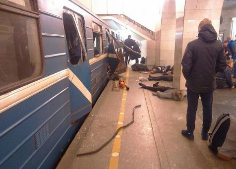 Εικόνες σοκ από την έκρηξη στο μετρό της Αγ. Πετρούπολης
