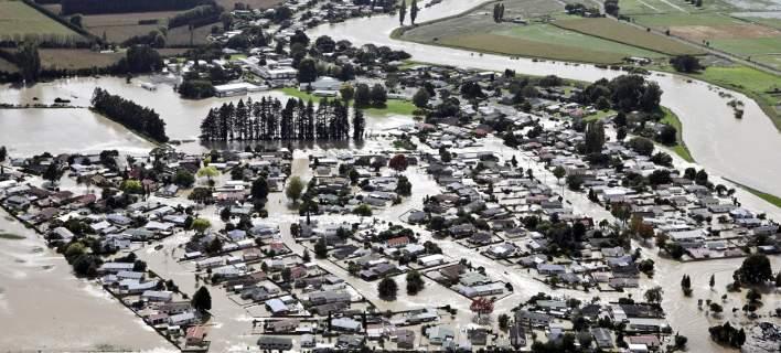 Πλημμύρες που συμβαίνουν «μια φορά στα 500 χρόνια» βούλιαξαν πόλεις στη Νέα Ζηλανδία