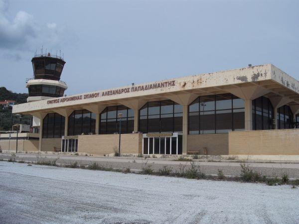 Αλλαγή σκυτάλης στο αεροδρόμιο Σκιάθου