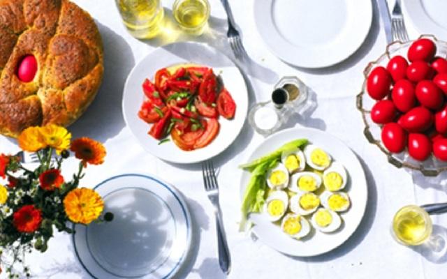 Πασχαλινό τραπέζι με... κοτόπουλο για πολλούς Βολιώτες