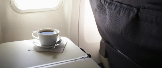 Επιτέλους μάθαμε γιατί ο καφές στα αεροπλάνα έχει τόσο απαίσια γεύση