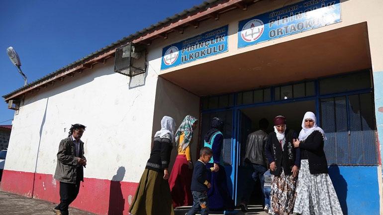 Τρεις νεκροί από πυροβολισμούς σε εκλογικό κέντρο στην Τουρκία