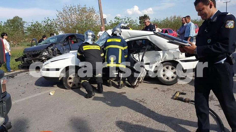Τραγωδία στην άσφαλτο έξω από τη Λάρισα - Ένας νεκρός και 4 τραυματίες σε τροχαίο