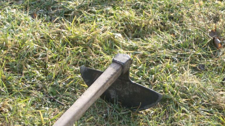 Φάρσαλα: 37χρονος χτύπησε με τσάπα στο κεφάλι 18χρονο