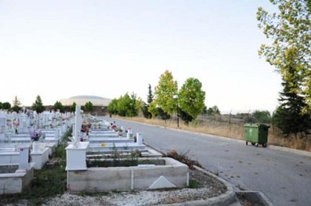 Πιάστηκαν στα χέρια για μια γλάστρα στο νεκροταφείο της Λάρισας