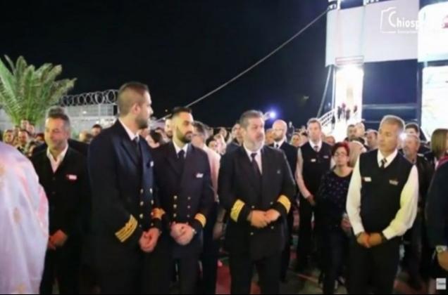 Προσκύνημα του Επιταφίου στη Χίο μπροστά στην μπουκαπόρτα του «Αριάδνη»