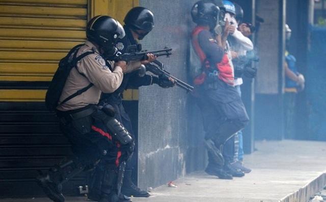 Βενεζουέλα: Τρεις νεκροί, δεκάδες τραυματίες στις μεγαλύτερες διαδηλώσεις κατά Μαδούρο
