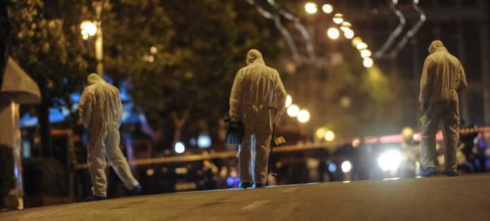 Μεγάλες υλικές ζημιές από την έκρηξη βόμβας έξω από γραφεία τράπεζας στην Αθήνα