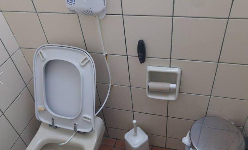 Ναύπλιο: Βρέθηκε σε τουαλέτα ταβέρνας κρυφή κάμερα με μορφή κρεμάστρας!