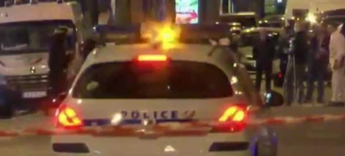 Ο δράστης βγήκε από ένα γκρι Audi Α80 με καλάσνικοφ & άρχισε να πυροβολεί
