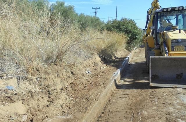 Καθαρισμός ερεισμάτων και κοπή χόρτων στο οδικό δίκτυο της Μαγνησίας