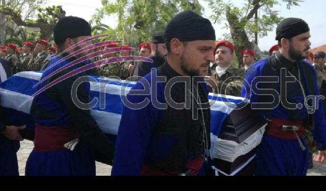 Παλικάρια της Κρήτης οδήγησαν τον Γιάννη Τζανιδάκη στην τελευταία του κατοικία
