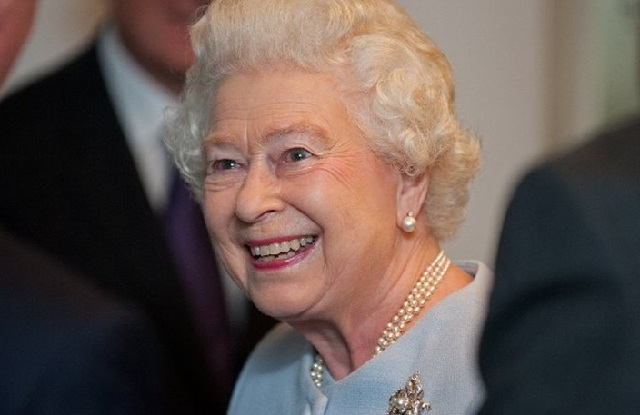Κανονιοβολισμοί στο Λονδίνο: Η βασίλισσα έγινε 91 ετών