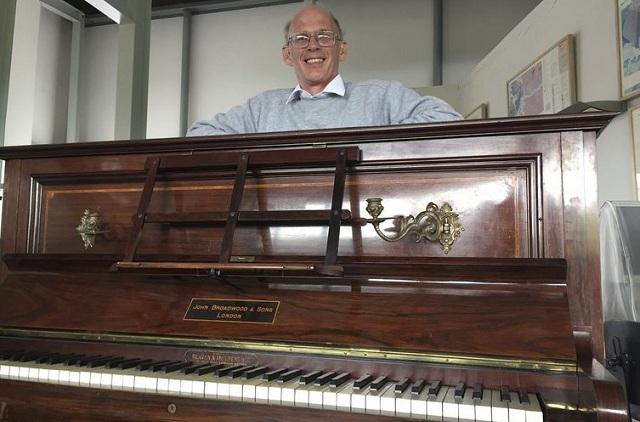 Ανακαλύφθηκε πολύτιμος θησαυρός της βικτωριανής εποχής κάτω από τα πλήκτρα πιάνου [photos]