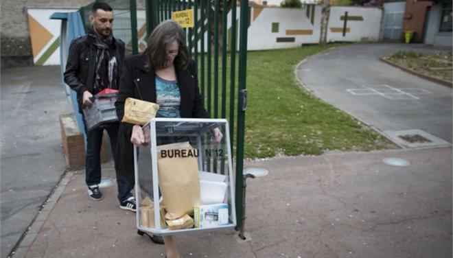 Γαλλία: Εκκένωσαν εκλογικό τμήμα λόγω ύποπτου οχήματος