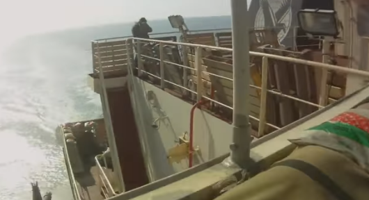 Ανταλλαγή πυρών σε πλοίο ανάμεσα σε μισθοφόρους και Σομαλούς πειρατές (βίντεο)