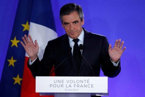 Γαλλία: Αμόν και Φιγιόν καλούν σε ψήφο υπέρ του Μακρόν