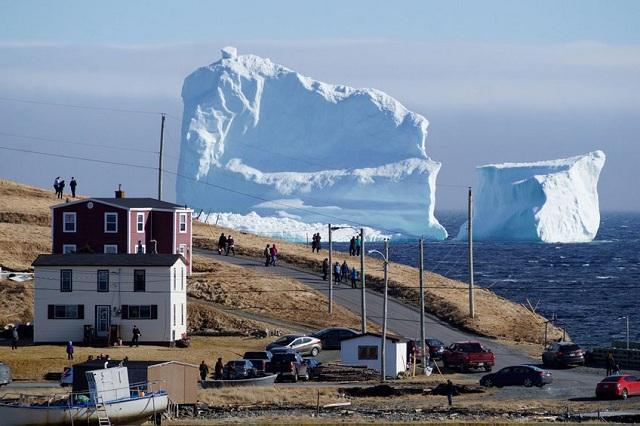 «Παγωμένος γίγαντας» στον Καναδά, μεγαλύτερος από εκείνον που βύθισε τον Τιτανικό