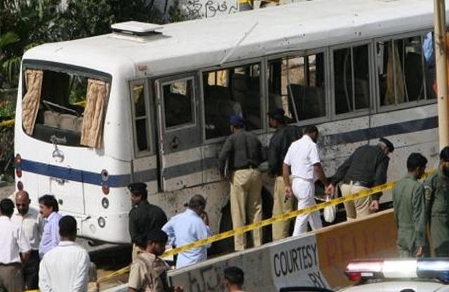 Επίθεση αυτοκτονίας με 10 νεκρούς σε λεωφορείο στο Πακιστάν