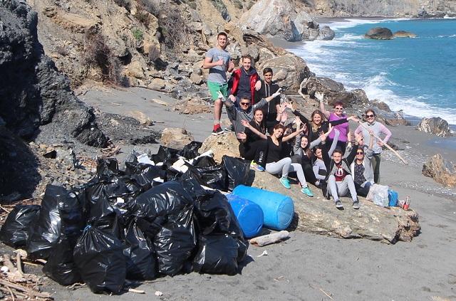 Καθάρισαν παραλίες του Παπαδιαμάντη