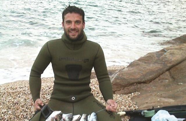 Σε κλίμα οδύνης η κηδεία του 33χρονου ψαροτουφεκά