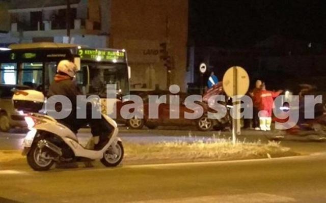 Τέσσερις τραυματίες από τη σύγκρουση αστικού λεωφορείου με δύο ΙΧ στη Λάρισα
