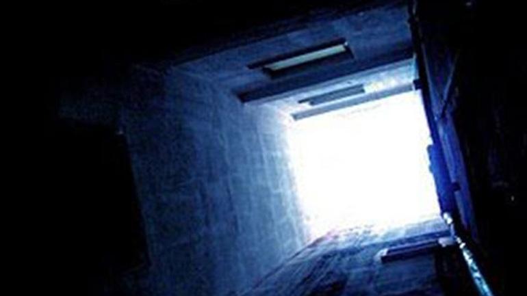 Πειραιάς: Τρίχρονο αγοράκι έπεσε στον φωταγωγό