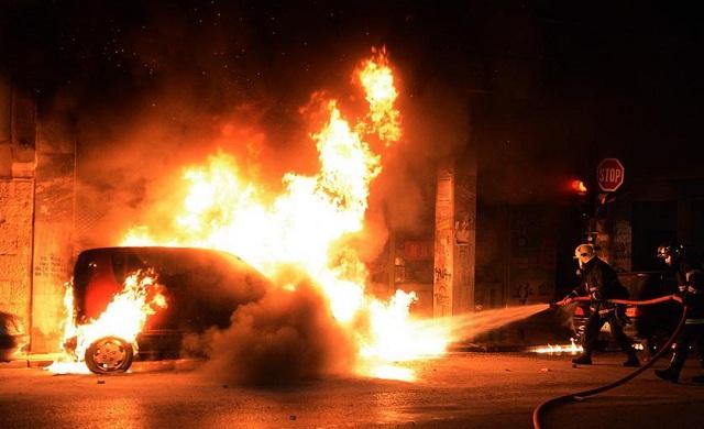 Εμπρηστική επίθεση σε δύο αυτοκίνητα στην Καλαμαριά Θεσσαλονίκης
