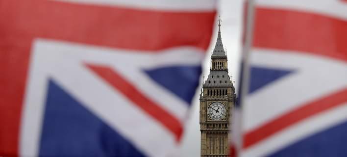 Πάνω από 100 δισ. ευρώ μπορεί να στοιχίσει το Brexit στους Βρετανούς
