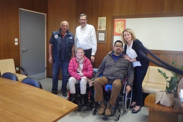 Παράδοση αναπηρικού αμαξιδίου από τον Ιππόκαμπο στο Νοσοκομείο Βόλου