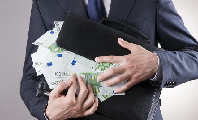 Πότε είστε υποχρεωμένοι να δηλώσετε τα χρήματα που μεταφέρετε