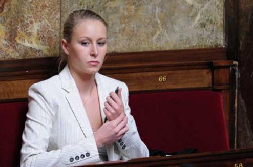 Εγκαταλείπει τη Λεπέν η ανιψιά της που είχε εκλεγεί βουλευτής