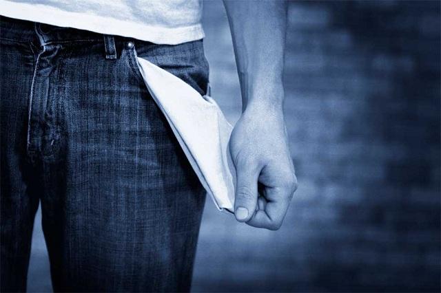«Σφαγή»: Τι θα μείνει στο εισόδημα μετά τις περικοπές