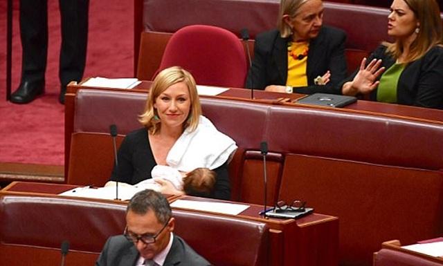 Γερουσιαστής στην Αυστραλία θήλασε μέσα στην αίθουσα συνεδριάσεων