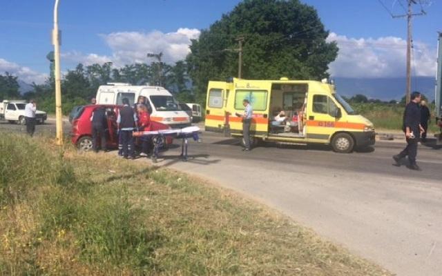 Δύο σοβαρά τραυματίες σε σφοδρή σύγκρουση οχημάτων στα Τρίκαλα