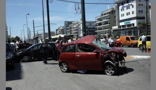 Νεκρός ο οδηγός του σοβαρού τροχαίου στην Συγγρού [εικόνες]