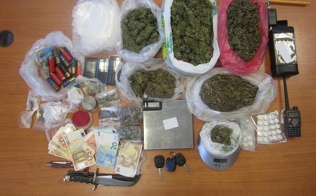 Τρεις συλλήψεις για διακίνηση ναρκωτικών και κατοχή όπλων