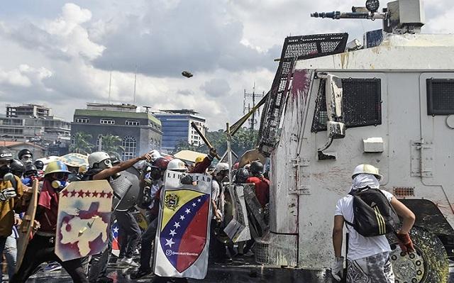 Δεν έχει τέλος η βία στη Βενεζουέλα. 39 οι νεκροί