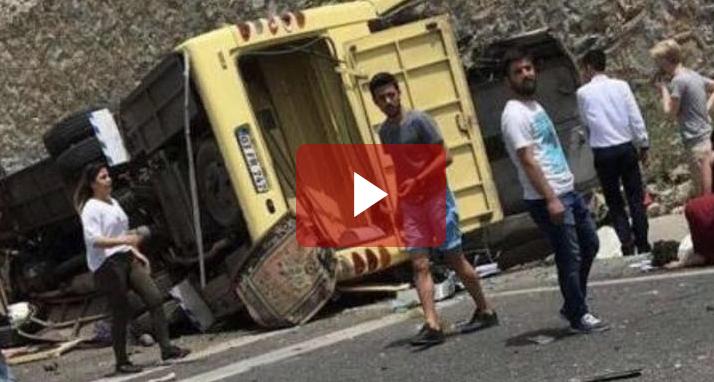 Ανατροπή λεωφορείου στην Τουρκία: Τουλάχιστον 20 νεκροί