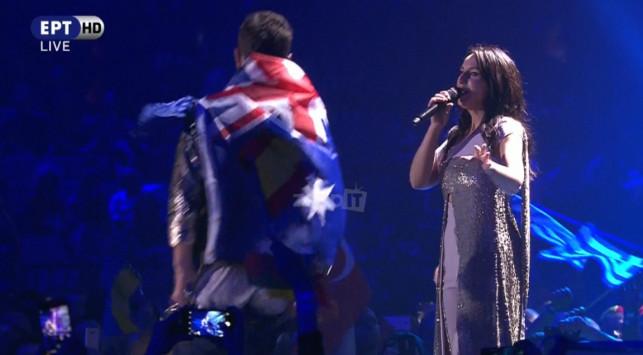 Eurovision : Κατέβασε το παντελόνι του & έδειξε τα οπίσθια του πάνω στη σκηνή!