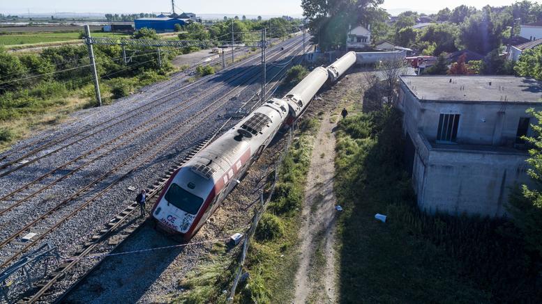 Τα σενάρια για την τραγωδία με τον εκτροχιασμό του τρένου
