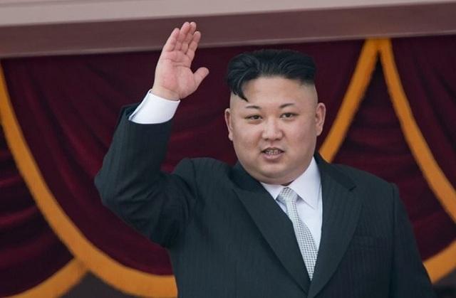 Πανηγυρίζει ο Κιμ Γιονγκ Ουν: Ο πύραυλος ήταν νέου τύπου και πέτυχε απόλυτα