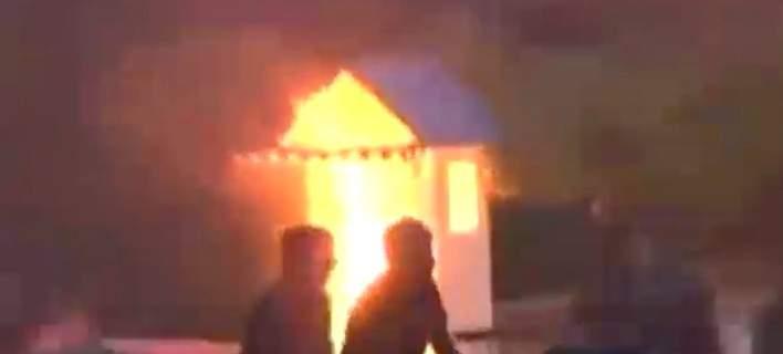 Επεισόδια έξω από τη Βουλή. Στις φλόγες το φυλάκιο του Αγνωστου Στρατιώτη
