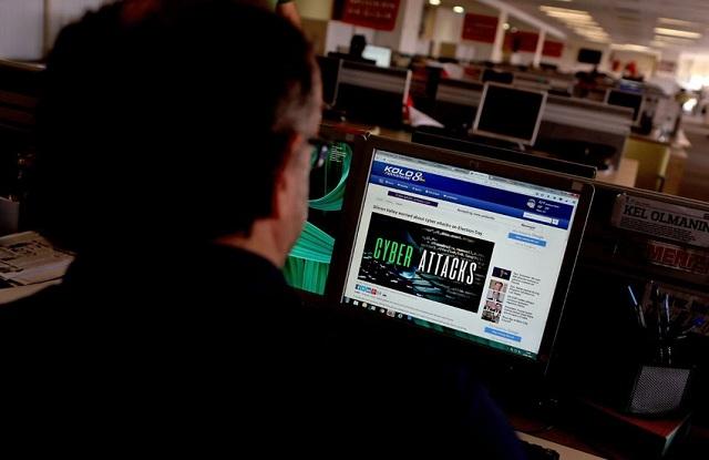 Νέο πόλεμο κήρυξαν οι χάκερ. Προειδοποιούν με διαρροή κι άλλων κακόβουλων προγραμμάτων